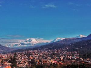 vista-del-nevado-huascaran-desde-la-ciudad-de-huaraz-foto-lufer-sattui